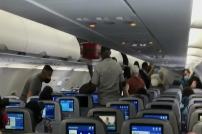 NYC Mom and Her Six Children Kicked Off JetBlue Flight After Crying 2-Year-Old Toddler Refused to Wear Face Mask (VIDEO)
