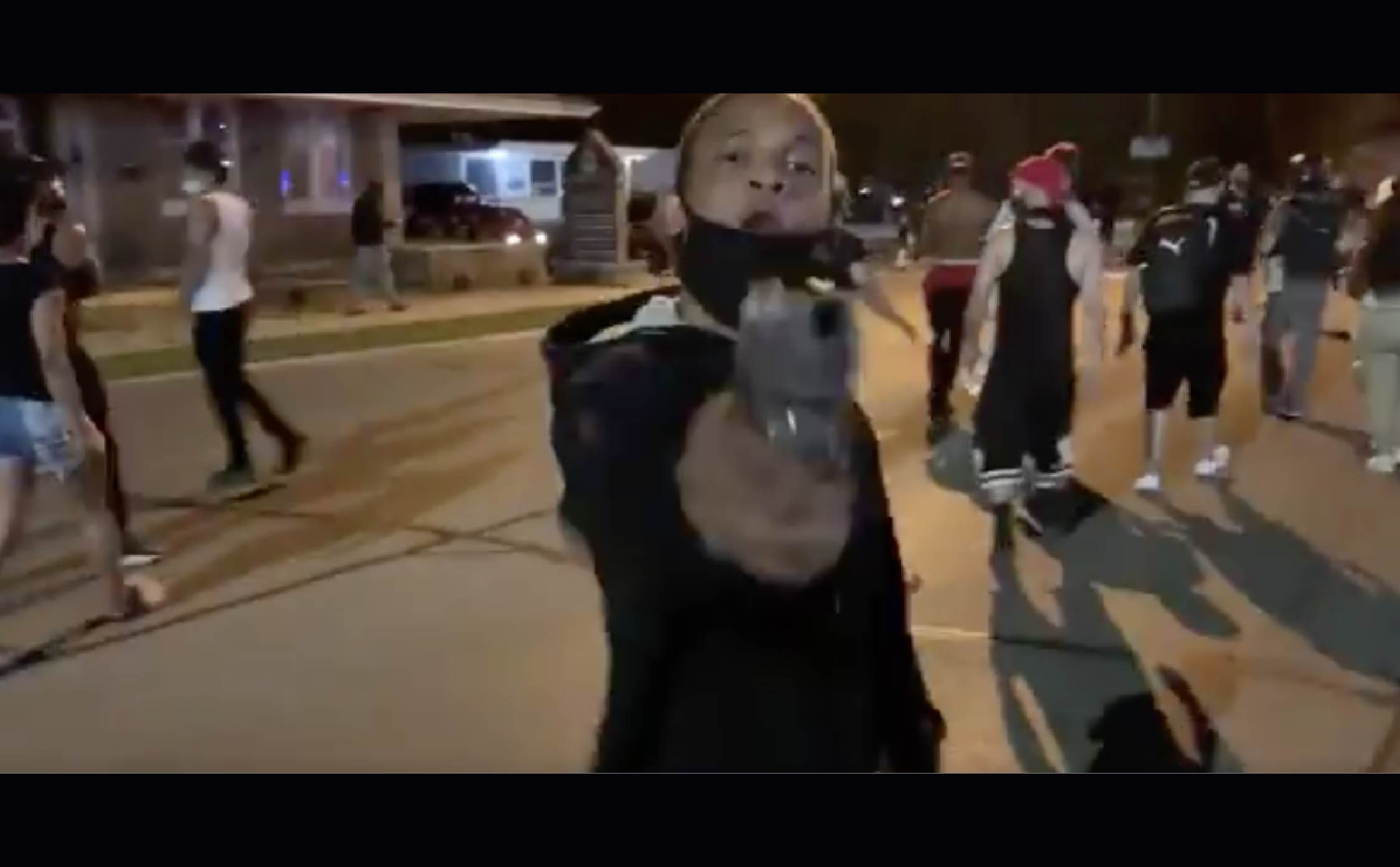 [VIDEO] BLM Supporter Pulls Gun on Conservative Reporter Who Was interviewing Him in Kenosha