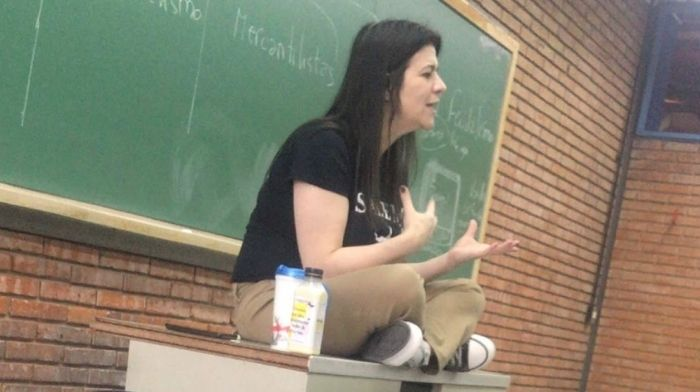 """Professor Dies in Front Of Virtual Class...Her Last Words Were """"I Can't"""" Before She Passed Away on Camera"""