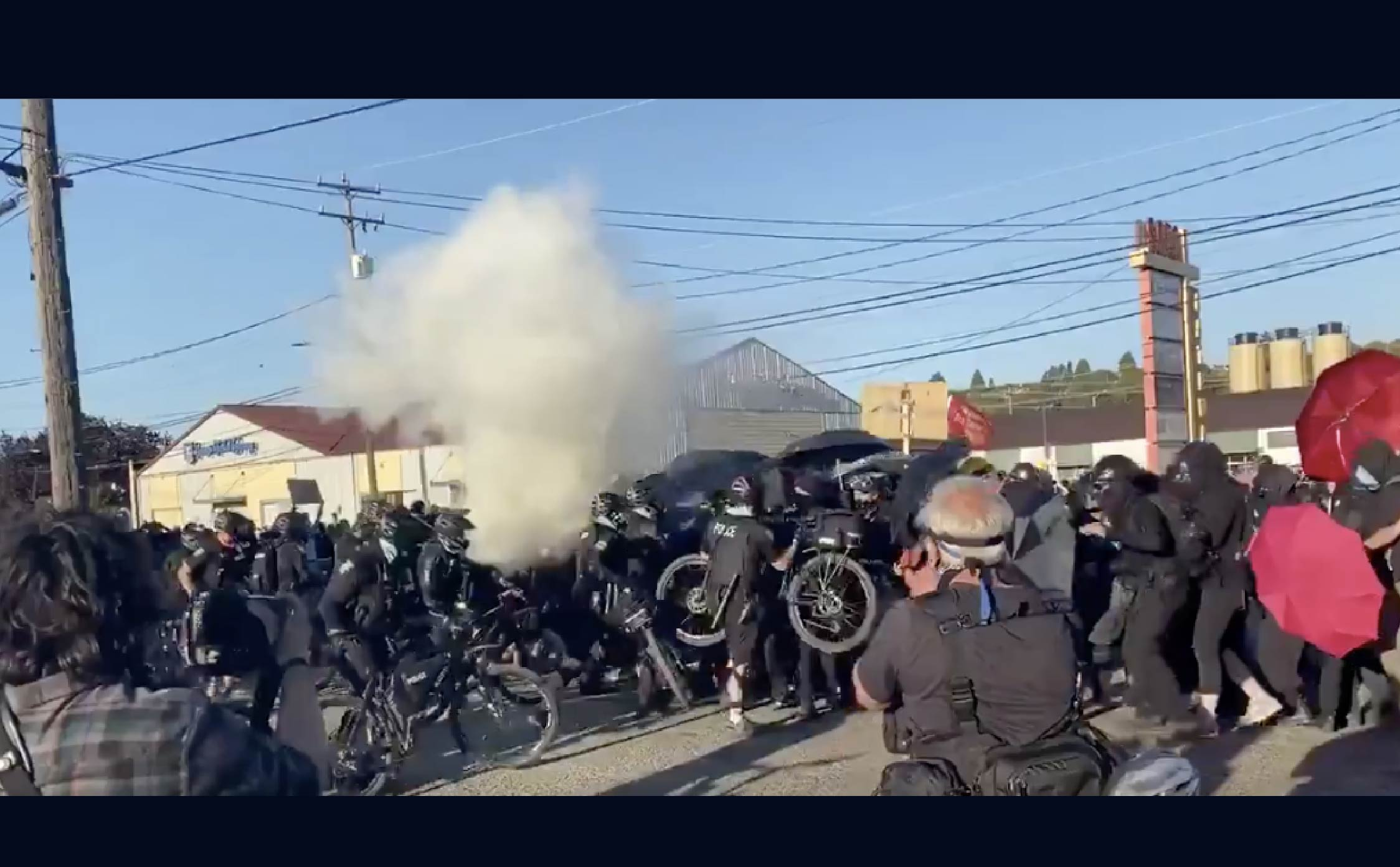 """[VIDEO] Seattle Cops Bum-Rush and Tear Gas a Line of Antifa Rioters Hiding Behind """"Umbrella Shields"""""""