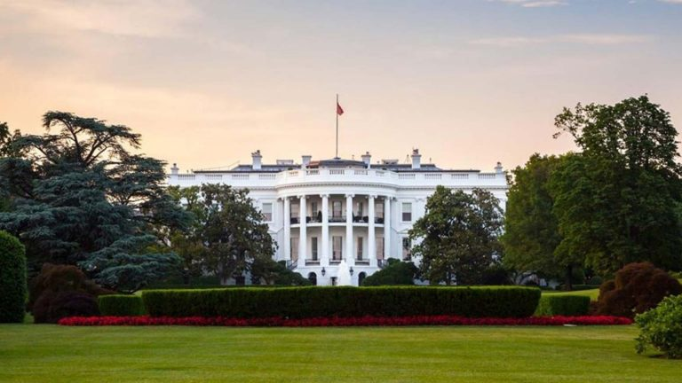 Photo of White House To Block FDA Vaccine Guidelines That Would've Delayed Approval Past Election