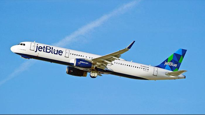 Photo of Alleged Jet Blue Male Flight Attendant Wearing a Dress Sparks Customer Outrage
