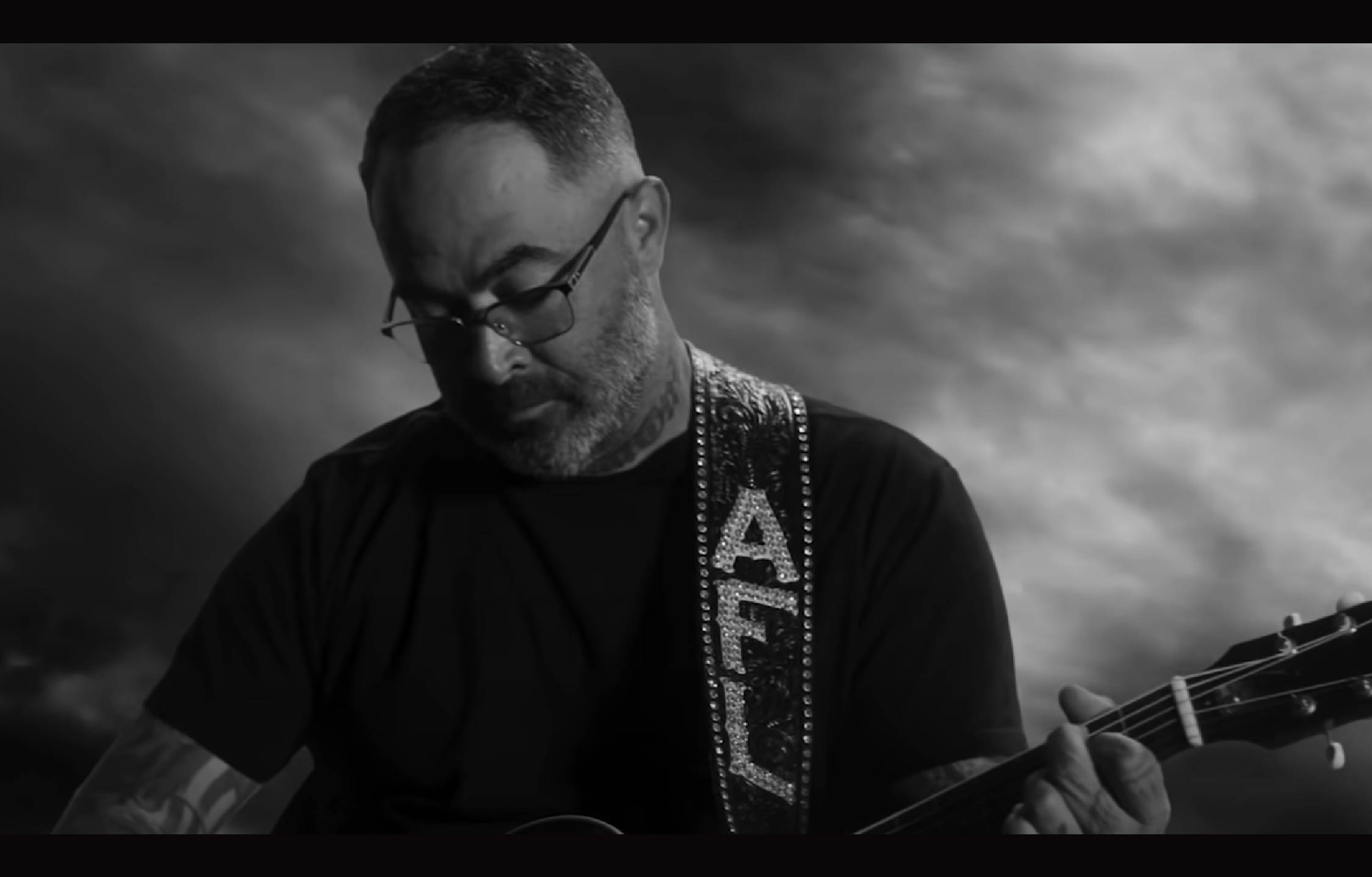 Country Star Aaron Lewis Releases New Anti-Dem Music Video That'll Blow You Away