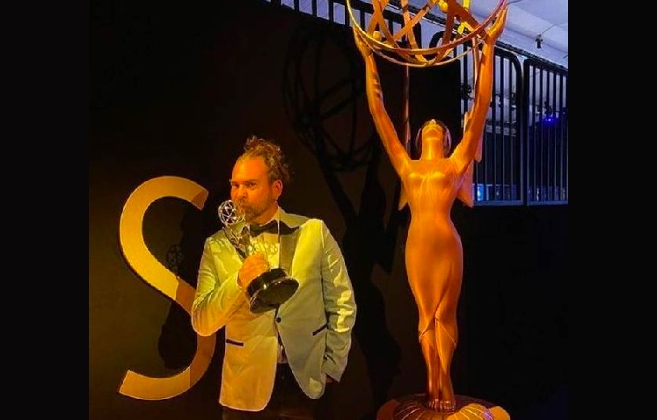 """Emmy Winner Who """"Partied"""" With Unmasked Celebrities Dies Of COVID 2 Weeks Later"""